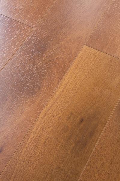 中式强化木地板板面为何会有裂缝