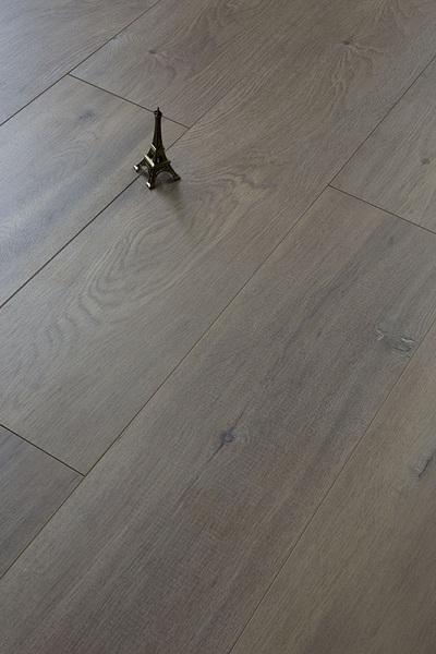 通过气味辨别家用强化木地板的好坏